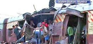 """11.07: """"Финансовую столицу"""" Индии сотрясли теракты"""