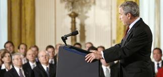 """Президент США сдал свой """"щит и меч"""""""