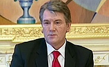 Ющенко переносит досрочные выборы в парламент на месяц