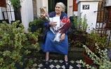 Нобелевского лауреата по литературе не застали - она ушла на шопинг