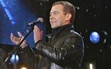 Безупречный президент Медведев вводит в России моду на стиль casual