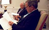 Буш беднее Чейни минимум в три раза. А самый дорогой подарок у него - велосипед
