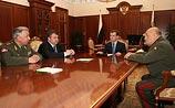 По совету министра  обороны Медведев отправил в отставку его оппонента -  главу Генштаба
