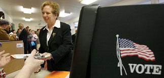 Американцы встали в очереди: выбирают из противоположностей