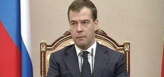 Медведев пригрозил рейдерам и банкам, вспомнив молитву
