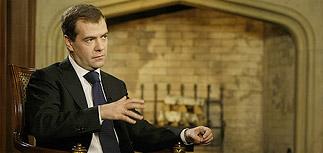 Медведев: мы с Путиным друзья, но критиковать правительство можно
