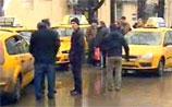 """Первая """"кризисная"""" забастовка в Москве: участников-таксистов уволили, увидев их по ТВ"""