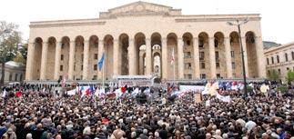 """Стотысячная толпа - Саакашвили:  """"Миша, уходи!"""""""