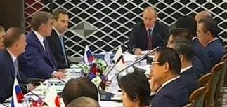 Путин переложил проблему Курил на Медведева
