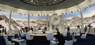 """Открылся """"аскетичный"""" саммит G8: Медведев в казарме с Саркози"""