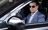 ФСО вступилась за Медведева: он пристегнулся позже. Но еще забыл включить фары