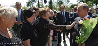 Путин и его министры в Абхазии раздают миллиарды и обещания. Тбилиси негодует
