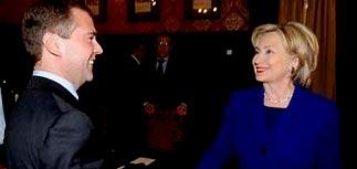 Клинтон начала стратегические переговоры. Уже и с Медведевым