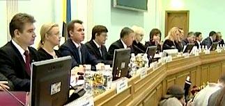 В президенты Украины метят 18 человек. Скандалы продолжаются
