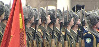 РФ отметила День защитника Отечества, Чечня - День скорби
