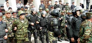 Массовые беспорядки в Киргизии: оппозицию разгоняют газом