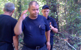 Защитников Химкинского леса выгоняют оттуда с помощью молотков