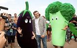 """Диета """"Селигер"""": Сурков встретился с овощами, а толстых заставили голодать ради Путина (ВИДЕО)"""