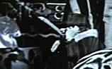 """В фильме Чаплина, снятом в 1928 году, обнаружили """"гостью из будущего"""" (ВИДЕО)"""