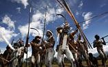 Племена папуасов перессорились из-за рингтона. Сожжены 23 дома и 12 машин