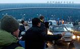 """В хаосе московских аэропортов страдают 20 тысяч человек. Там царит """"психоз"""" в жутких условиях"""