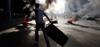 Ожесточенные беспорядки охватили весь Египет. Против людей танки и БТР