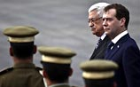 Медведева встретили в ПНА песнями. А в Израиле припоминают дело Ходорковского
