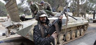 """Повстанцы отбили атаку Каддафи и развили успех. Его последняя надежда - """"стальная стена"""""""