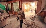 """НАТО начинает прицельную охоту на Каддафи. Но бомбить пока выходит по """"живому щиту"""""""