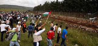 Сотни сирийских палестинцев прорвали границу с Израилем