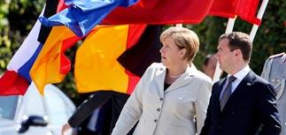 """Медведев обсудил """"мучительный вопрос"""" с Меркель и намекнул о своем политическом будущем"""