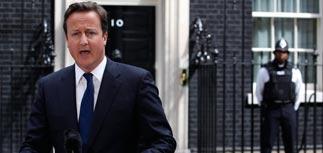 """От """"псевдозаботы"""" о правах к жестким действиям: Кэмерон развязал руки полиции"""
