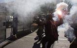 Стотысячные беспорядки в Афинах: центр в слезоточивом дыму и обломках мрамора