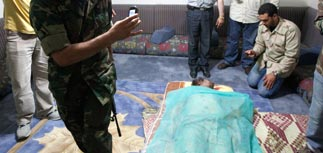 """Врач: Каддафи умер не от пули в голову. Его последний диалог: """"Харам!"""" - """"Заткнись, собака!"""""""