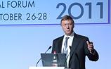 Политическая жизнь в РФ деградировала, заявил Чубайс в присутствии Медведева