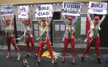 Как проводили Берлускони: Путин защитил, а девушки устроили стриптиз (ФОТО)