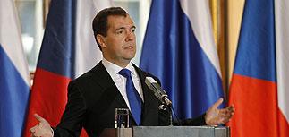 Медведев из Праги: митинги - проявление демократии
