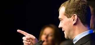 Медведев обсудил митинги с главредами СМИ