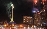 В Мельбурне фейерверками сожгли главный шпиль города. Шоу прерывать не стали