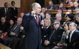 Путин хочет всем нравиться: отменит мигалки и неперевод часов, а пока шутит о пьянстве Ельцина