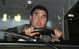 Президент Туркмении приехал посмотреть на гонки на Bugatti Veyron и неожиданно выиграл заезд