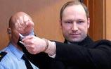 """Брейвик, убивший 77 человек, жалуется на """"садизм и пороки"""" обследовавших его психиатров"""