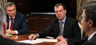 """Медведев раскрутил новые идеи: единый день голосования и """"праймериз"""" для губернаторов"""