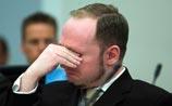 Равнодушный к своим жертвам Брейвик расплакался в суде, когда показали видео