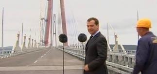 Медведев на Дальнем Востоке: обида японцев, мост в никуда и превращение трети РФ в пустыню