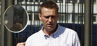 """Навальному предъявили """"мегастранное"""" обвинение и вместо ареста запретили выезд"""