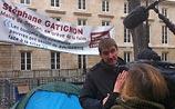 Французский мэр объявил голодовку у парламента: ему не хватает денег для родного города
