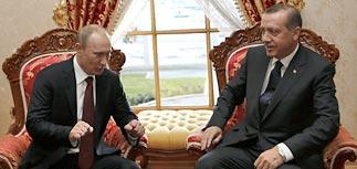 Турецкий премьер принял Путина: спросил о болях и помог сесть