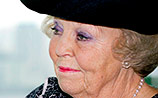 Королева Беатрикс ответила матери погибшего в Нидерландах Долматова