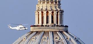 Бенедикт XVI покинул Ватикан на вертолете - он больше не Папа